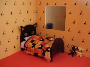 Beginnings of the bedroom scene